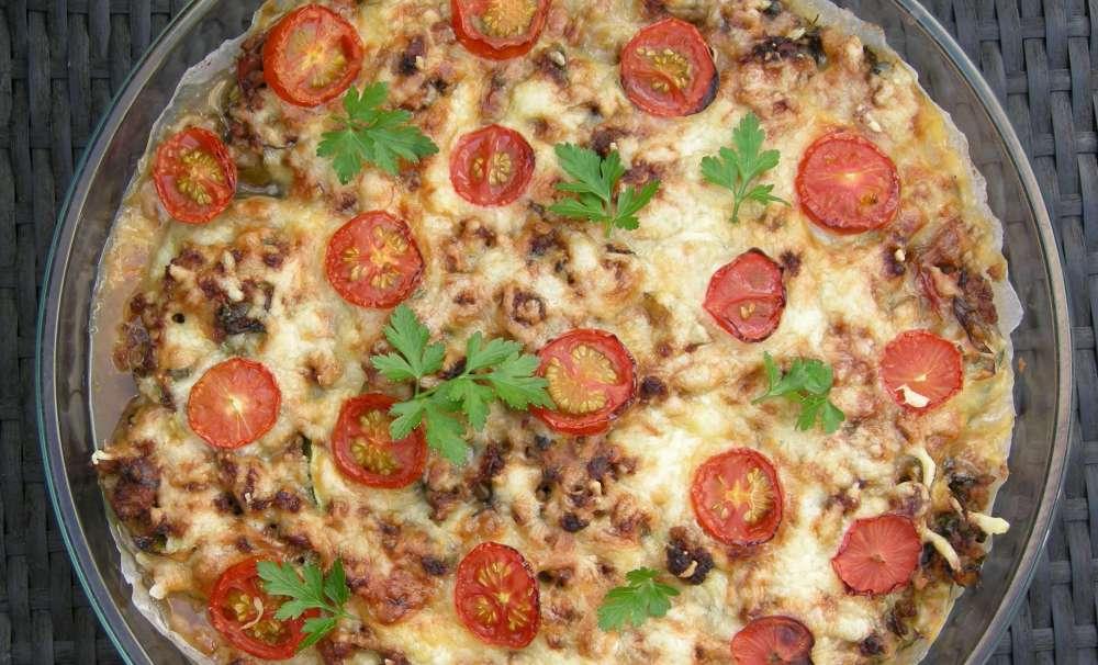 Squash, tomat og oksekød i fad