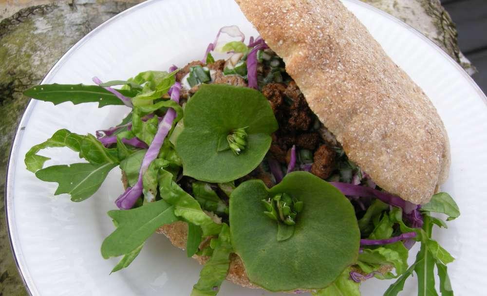Pitabrød med kyllingshawarma og salat