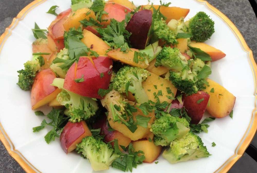 Varm broccoli-nektarin salat