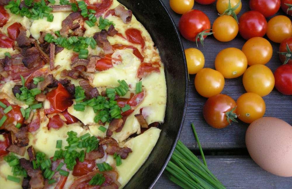 Æggekage med tomat og bacon