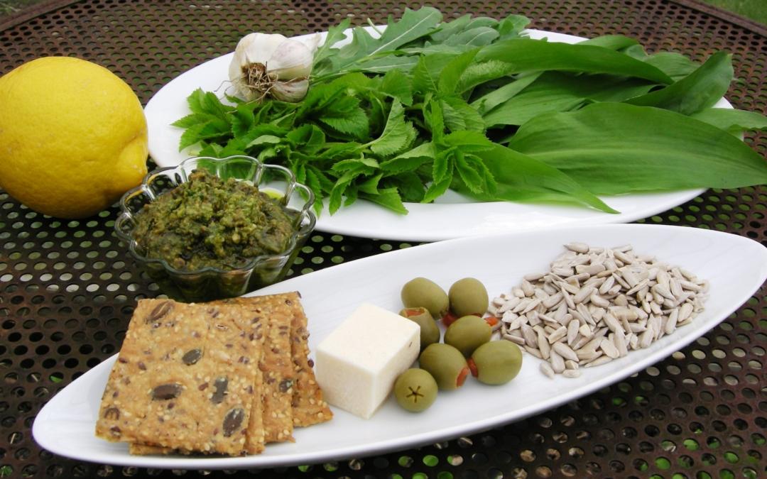 Pesto af ramsløg og skvalderkål